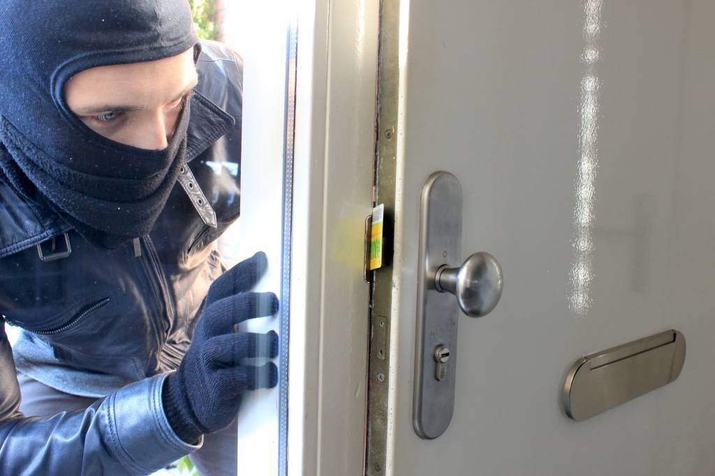 Inbrekers afschrikken: 6 inbraakpreventie tips [2020] | Voordeurbeveiliger